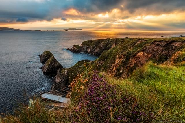 Sul bordo del precipizio con erba alta ed un simpatico vento d'Irlanda la presa del Rollei non lascia a desiderare e così una volta accuratamente piazzato dobbiamo solo pensare a scattare!