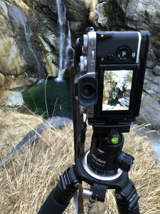 In Valle d'Aosta all'attacco del torrente Chalamy, in bilico su rocce ed erba alta!